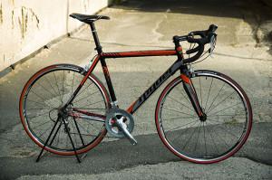 Spyder Domestic se sadou Shimano Tiagra, karbonovou vidlicí a kevlarovými plášti