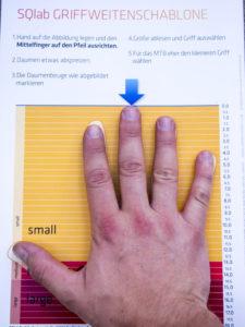 Velikost dlaně pro výběr velikosti gripů SQlab